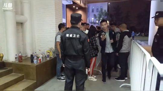 冯提莫:为杠姐走歌成都站打call~! 2017-10-20 18点场