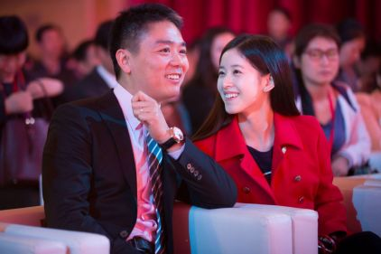 """刘强东回应""""不知妻美"""":我真心脸盲,一个人漂不漂亮我真的不认"""