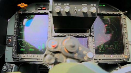 枭龙战机回国大修后,升级全新航电系统战力倍增