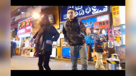和婷姐跳舞的时候被驱赶 尴尬的一批 哈哈