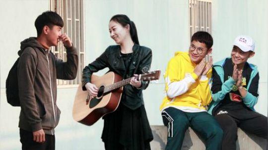 当陌生姑娘抱着吉他对你唱情歌,你会有什么反应呢?一起来看看我们这期街头测试吧!