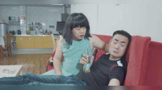 陈翔六点半:因为妻子太胖太难看,他只能终日借酒浇愁!