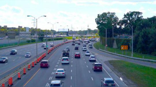 高速上开车,走哪条车道最安全?