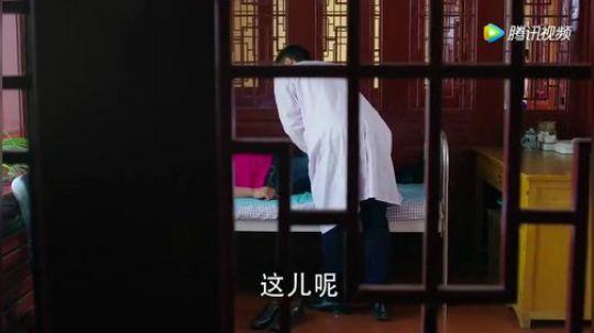 《乡村爱情9》赵四请书记吃饭穿的西装革履的,谢广坤觉得很不舒