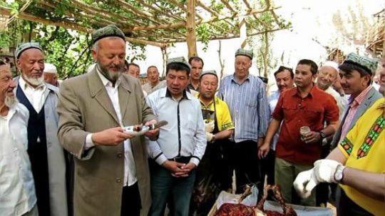 烤骆驼,十分讲究,吃货人生一定要吃一次.